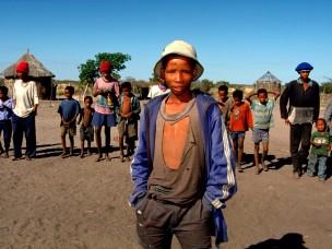 Jongen met hoedje uit de serie: De Barsawa, San, Bushmen in Zuidelijk Afrika, 2000