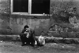 Man op straat bij de Iraanse markt, Jerevan, Armenië, 1996
