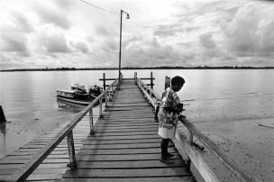 Irma aan de Suriname rivier, na acht jaar weer terug in Suriname, 1996