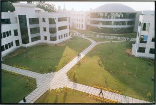 Belangrijkste campus van Infosys, 15 km vanaf Bangalore, India, 2001