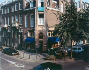 Amsterdam, Hoek Emmastraat, Valeriusstraat, terras Tapas Bar-Restaurant, 1997