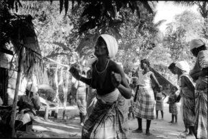 Dansende vrouw, Gunzi Suriname, 1997