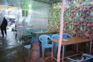 Geïmproviseerd restaurant op kerkhof nabij Sakhi Shrine, Kabul, Afghanistan, 2016