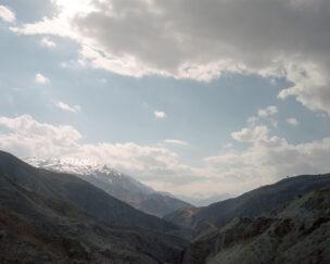 Cilo-Sat bergketen met Turkse militaire buitenpost, Hakkâri provincie, Turkije, maart 2018.