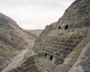 Onafgebouwde Bekhme stuwdam (kosten $ 1,5 miljard), Rawanduz district, Koerdistan regio, Irak, november 2018